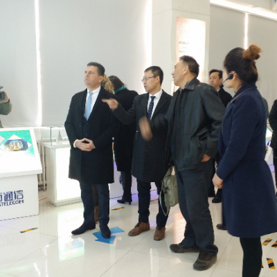 Business Journey to China, March 2015: Consul Dr. Poetis being welcomed by Yonglu Zhang, Director and CEO, Sifang Telecom in Gaocheng Industry Park