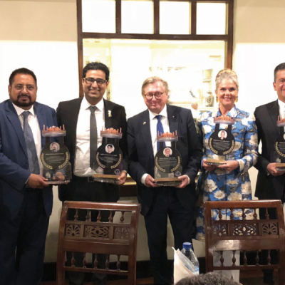 Bavarian Business Delegation to Pakistan, April 2019. Dinner with Minister Mian Aslam Iqbal, Minister for Industries, Commerce & Investment: Hafiz Mohammad Shabbir, Managing Director of Al-Hafiz Co., presents guests awards for their unique engagement in Pakistan